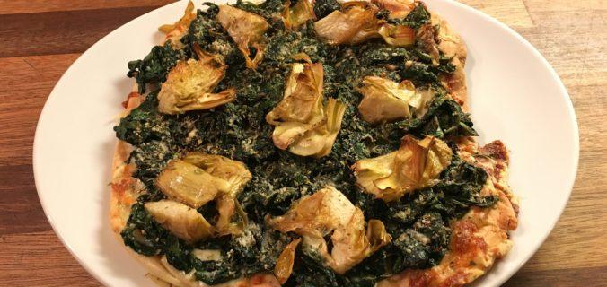 Pizza med spinat og artiskokker