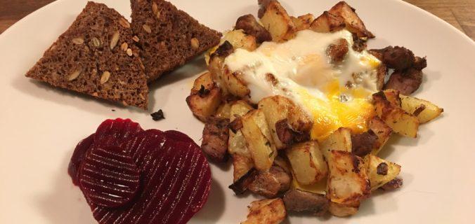 Biksemad med rødbeder, æg og sprøde rugbrøds chips