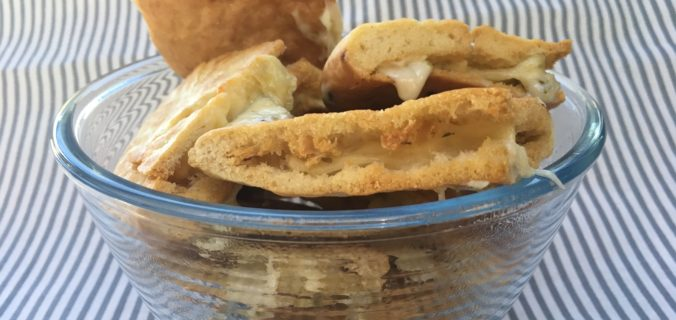 Sprøde pitabrøds trekanter med ost