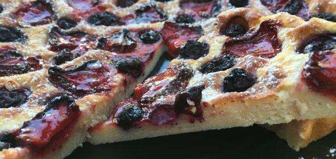 Sund vanilje kvark kage med blåbær og jordbær