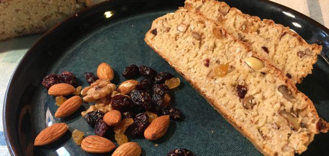 Hurtigt brød med nødder og tørret frugt (skal hverken hæve eller æltes)