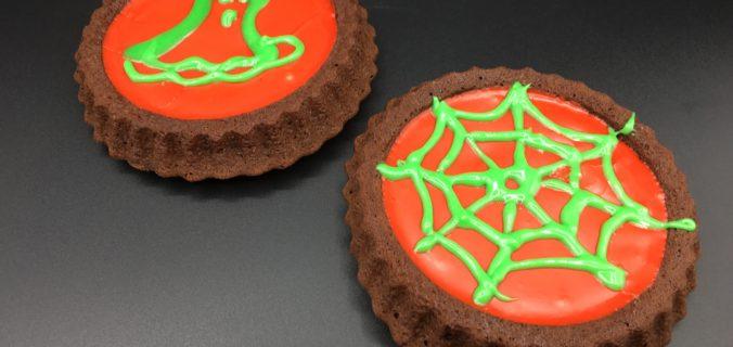 Halloween chokolade kager med glasur og dekoration