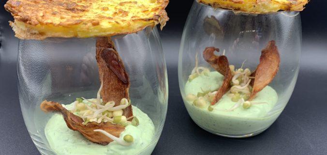 Kartoffel rösti med lufttørret skinke og bønnespirer i basilikumcreme