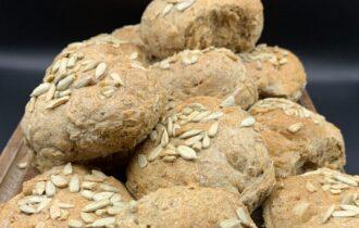 Øllebrødsboller – bag friske boller af rugbrødsrester