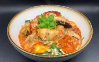 Aubergine ruller med ricotta og spinat creme i tomatsauce
