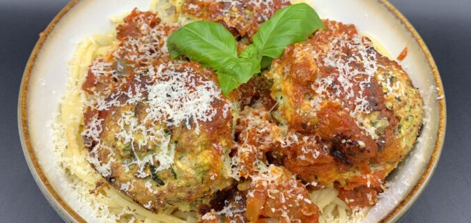 """Squash """"meatballs"""" med tomatsauce og pasta"""