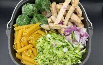 One pot pasta med kylling, spinat og squash