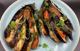 Bagte auberginer med mozzarella og tomater