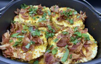 Hawaii kylling i fad med spidskål, bacon og frisk ananas