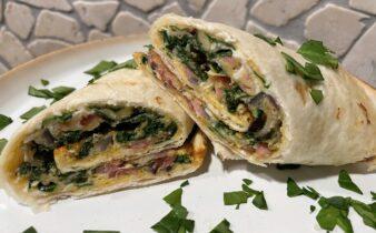 Morgenmads tortilla med spinat, skinke og æg